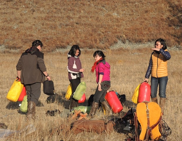 Horse trek camoing in Mongolia, Horse riding tours and wilderness camping