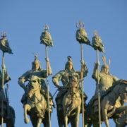Warrior statues at Tsonjon Boldog