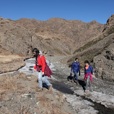 Gobi Crossing, Hiking through Yoliin Am